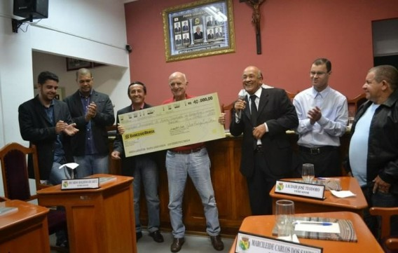 CÂMARA DEVOLVE R$40.500,00 (QUARENTA MIL E QUINHENTOS REAIS)  A PREFEITURA