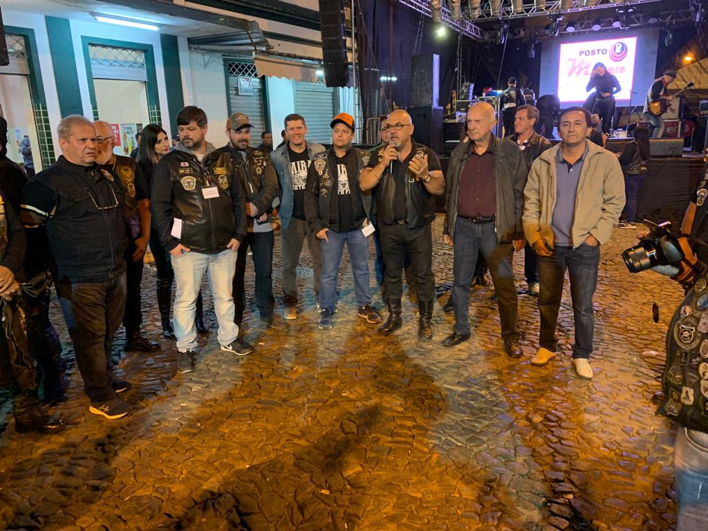 O Prefeito de Miraí, Luiz fortuce, juntamente com o Presidente da Câmara de Miraí, Almir Alves De Araújo, marcaram presença no encontro de motociclistas  da cidade.