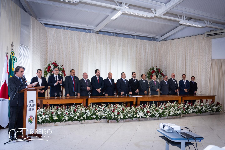 Câmara Municipal de Miraí realiza entrega de Título de Cidadania Honorária à autoridades da Região.