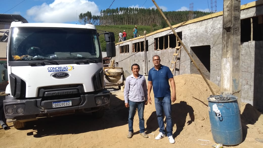 Vereadoes Visitam Construção da Escola Jones Cordeiro em Santo Antônio do Rio Preto.