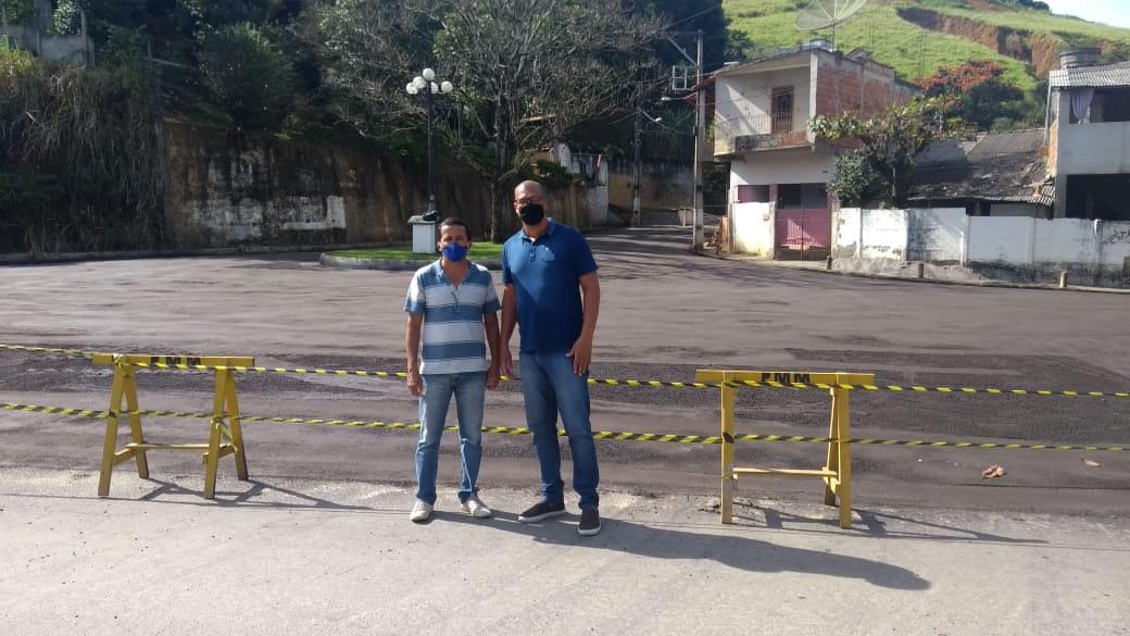Vereadores de Miraí visitam e fiscalizam obras de asfalto na cidade